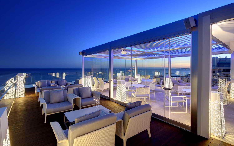 Belvue Rooftop Bar de noche