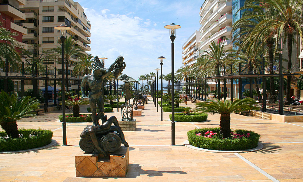 things to see and do in Marbella - Discover Salvador Dalí and his sculptures on Avenida del Mar