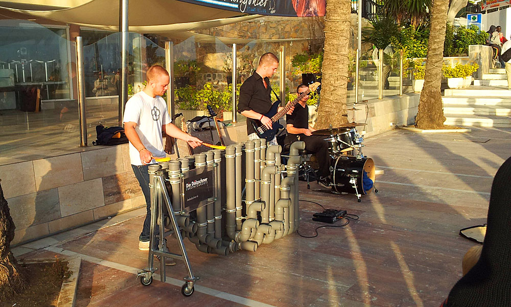 things to see and do in Marbella - Listen to an eclectic range of music in the street