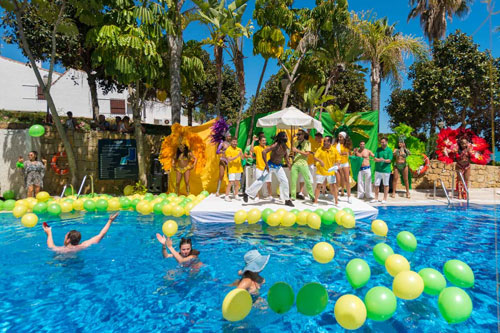 Brazil pool party fotos und video hotel amare marbella for Garden pool party 2015