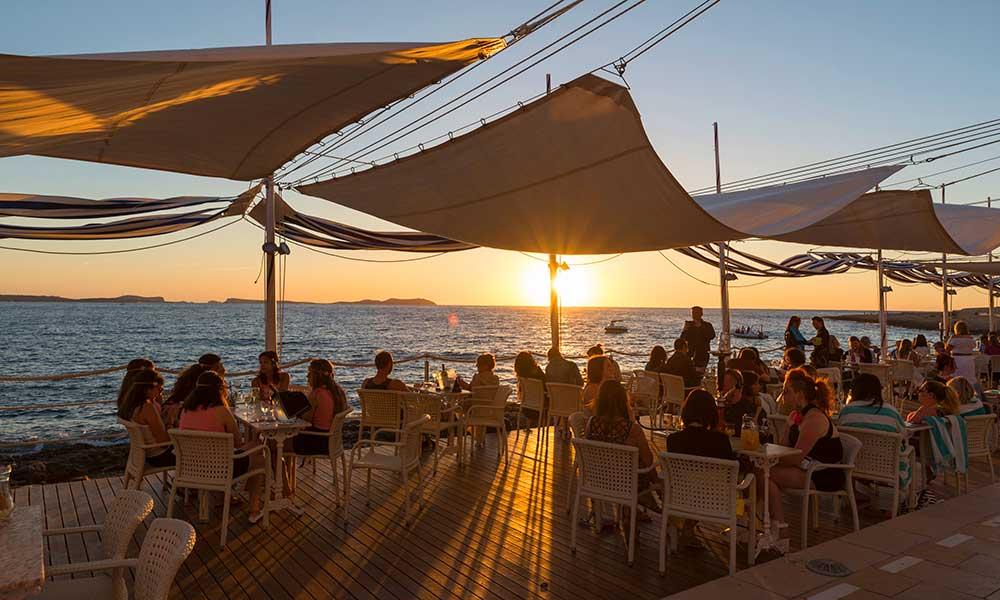 Ibiza sunset Crédito editorial: villorejo / Shutterstock.com